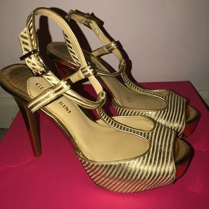 Gold ankle stepped heel
